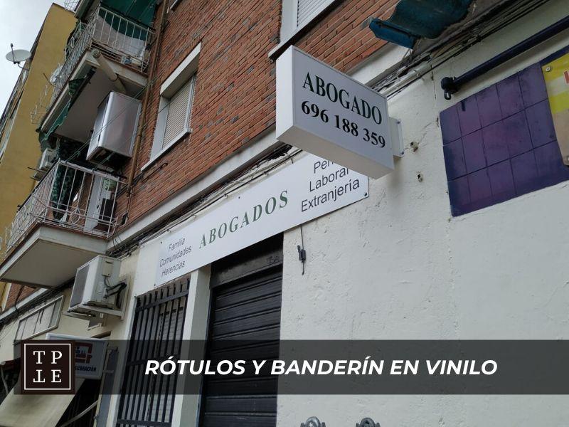 Rótulos de vinilo y banderín: despacho abogados Vallecas